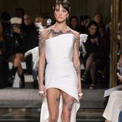 Asia Argento renaît de ses cendres au défilé couture d'Antonio Grimaldi