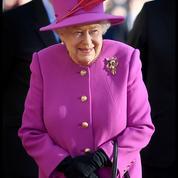 La reine Elizabeth II porte le même sac à main depuis cinquante ans
