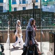 En Algérie, des femmes en campagne contre le port du voile