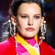Et si les perles étaient le prochain accessoire hippie chic en vue ?
