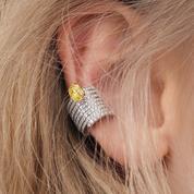 Ear cuffs en diamants, bracelet de main bohème... Cinq bijoux précieux à retenir des défilés de Paris