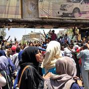Au Soudan, une jeune femme en blanc devient l'icône de la contestation