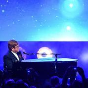Elton John et Taron Egerton émus aux larmes lors d'un concert privé à Cannes