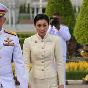Suthida, ancienne hôtesse de l'air et garde du corps, propulsée reine de Thaïlande