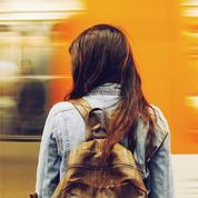 Une jeune femme harcelée dans le train, Marlène Schiappa la soutient sur Twitter