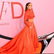 Jennifer Lopez récompensée pour son style aux CFDA Fashion Awards : même Google peut lui dire merci