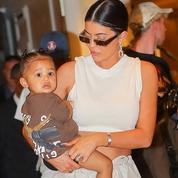 À 15 mois, la fille de Kylie Jenner a déjà assez de vêtements pour toute une vie