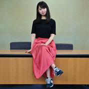 Des Japonaises bataillent contre les talons hauts au travail