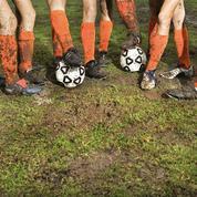 À Barcelone, les jeunes footballeuses jouent contre les garçons… et les surclassent