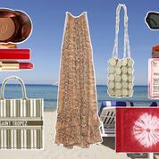 Paréo, huile parfumée, robe brodée... La valise parfaite pour des vacances à Saint-Tropez