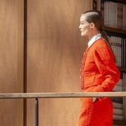 L'art de (ne pas) tourner la page : le bel hommage de Chanel à la bibliothèque de Karl Lagerfeld