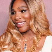 Serena Williams troque son roux pour un blond estival et marque des points