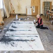 Visite guidée dans l'atelier de Claire Morgan, l'artiste qui fait mouche