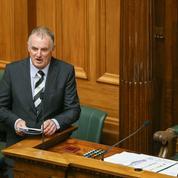 En Nouvelle-Zélande, le président du Parlement nourrit le bébé d'un député en pleine séance