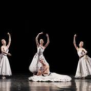 Étoiles et stars au gala d'ouverture de la saison de danse à l'Opéra Garnier