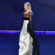 En vidéo, la petite marche bizarre de Gwyneth Paltrow sur la scène des Emmy Awards