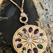 Un collier Jacquie Aiche aux pierres de naissance personnalisées en guise de cadeau idéal