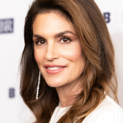 En photo, l'apparition inattendue de la mère de Cindy Crawford sur le tapis rouge