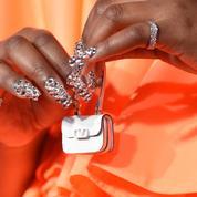 Le mini-mini-sac de Lizzo fait un maxi-effet sur le tapis rouge des American Music Awards