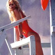 Pamela Anderson reproduit sa course iconique d'