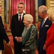 Donald Trump a-t-il importuné Elizabeth II sur le tapis rouge de Buckingham ?