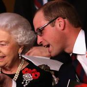 Elizabeth II a su