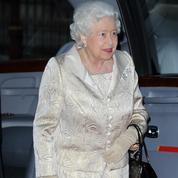 Les 7 tenues de la reine Elizabeth II pour Noël