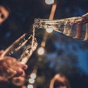 Faut-il boire un verre d'eau entre chaque verre d'alcool pour éviter la gueule de bois ?