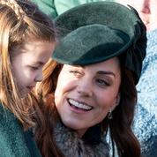 Telle mère, telle fille : Kate Middleton et Charlotte assorties en vert sapin pour la messe de Noël