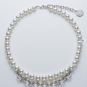 Les colliers de perle genderfluid de Comme des Garçons et Mikimoto