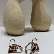 Le célèbre micro-sac Chiquito de Jacquemus se décline désormais en bijoux