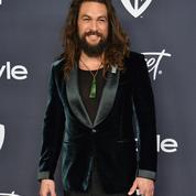 L'impudique marcel de Jason Momoa détonne à la table glamour des Golden Globes