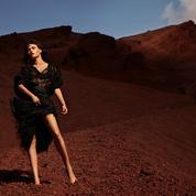 Soie, satin, paillettes, cuir... Total look noir sous le soleil d'hiver