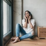 Cure de silence, yoga pas à pas, soins de l'intestin … 5 podcasts pour guider votre détox