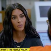 En vidéo, Kim Kardashian enquête dans les prisons américaines pour