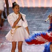Emme, la fille de Jennifer Lopez, vole (presque) la vedette à sa mère au Super Bowl