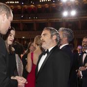 La révérence peu protocolaire de Joaquin Phoenix au prince William lors des Bafta
