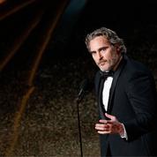 Le bouleversant hommage de Joaquin Phoenix à son frère River sur la scène des Oscars