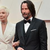 L'arrivée remarquée de Keanu Reeves au bras de sa mère sur le tapis rouge des Oscars