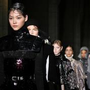 Fashion Week Paris: l'expérience mystique au défilé Paco Rabanne