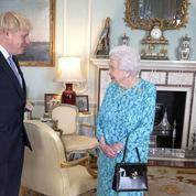 Pas de visio-conférence malgré le coronavirus : l'entretien vintage d'Elizabeth II et Boris Johnson