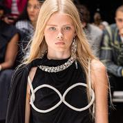 Et si la lingerie bling détrônait le bijou de corps ?