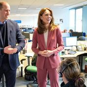 En photos : en pleine épidémie de coronavirus, Kate et William rendent visite aux secouristes londoniens