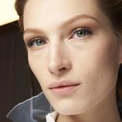 Quels sont les soins du visage à appliquer au réveil pour faire peau neuve ?