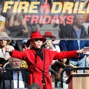 Jane Fonda s'engage contre l'épidémie avec un survêtement arc-en-ciel