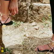 Onze bracelets de cheville naturels à adopter cet été