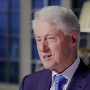 Des clichés de Bill Clinton, massé par une victime présumée de Jeffrey Esptein, refont surface