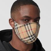 Burberry lance un masque fabriqué à partir de chutes de tissus