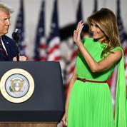 La robe vert fluo de Melania Trump détourne l'attention du web