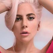 Teint glowy et cheveux pastel : l'autre visage de Lady Gaga pour Valentino